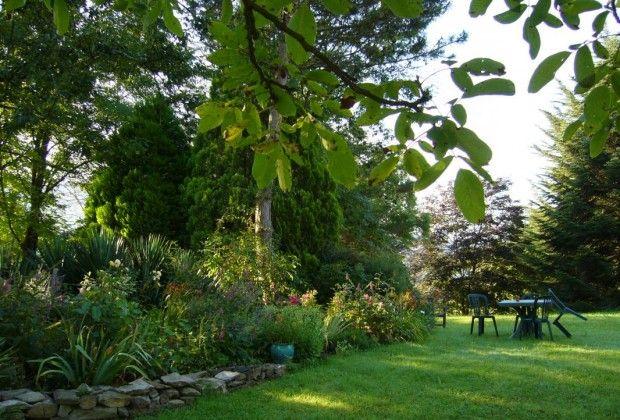 Le jardin devant la maison d'hôtes