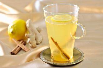 Pohár citrónovej vody so zázvorom nalačno: Keď zistíte, koľko vírusov vo vašom tele zničí, budete ju piť každý deň