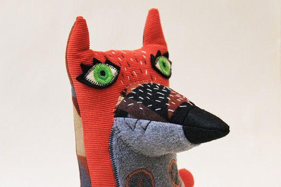 Signor Patchy il gatto tartarugato di StitchedCreatures su Etsy