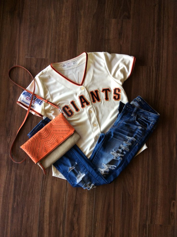 SF Giants game day outfit// Stella & Dots perfect 3-1 bag (as seen, satchel, and clutch) for any fan! Half off for April//Waverly Petite in Orange//April TSEO//Shop my Trunk Show//Spend $50, Shop TSEO at 1/2 OFF! #sfgiants #stelladotstyle