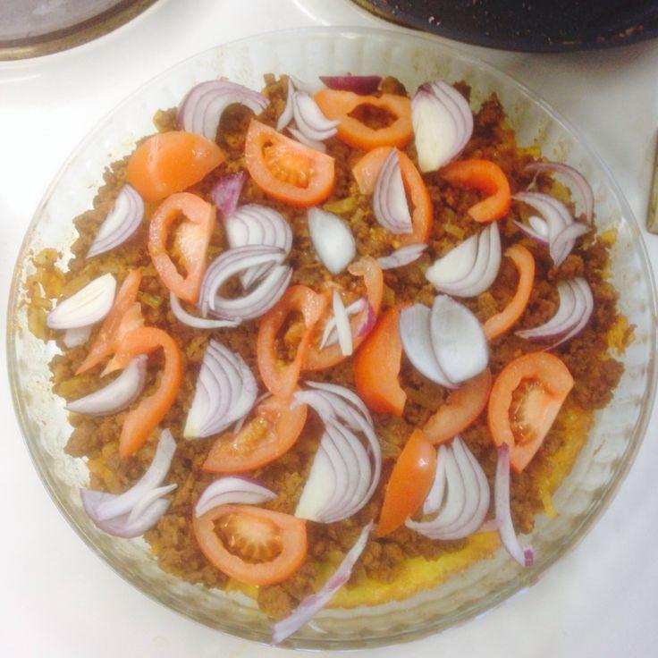 Iltapalapiirakka (jauheliha, tomaatti, punasipuli)