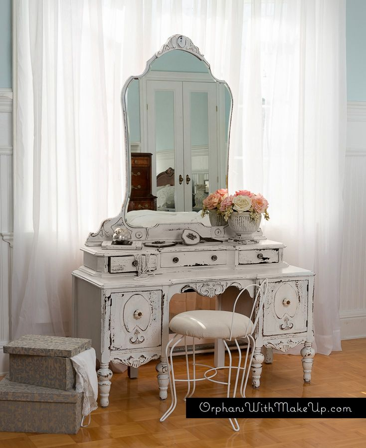 Old Fashioned Makeup Vanity