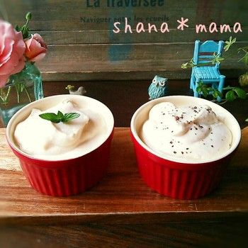 スイーツなどに使える甘い味のクリームと、グラタンやパスタソースなどに使えるコンソメ味の2種類のレシピです。 水切りしたお豆腐に、それぞれ調味料を加えて混ぜるだけなのでお手軽に作れます。