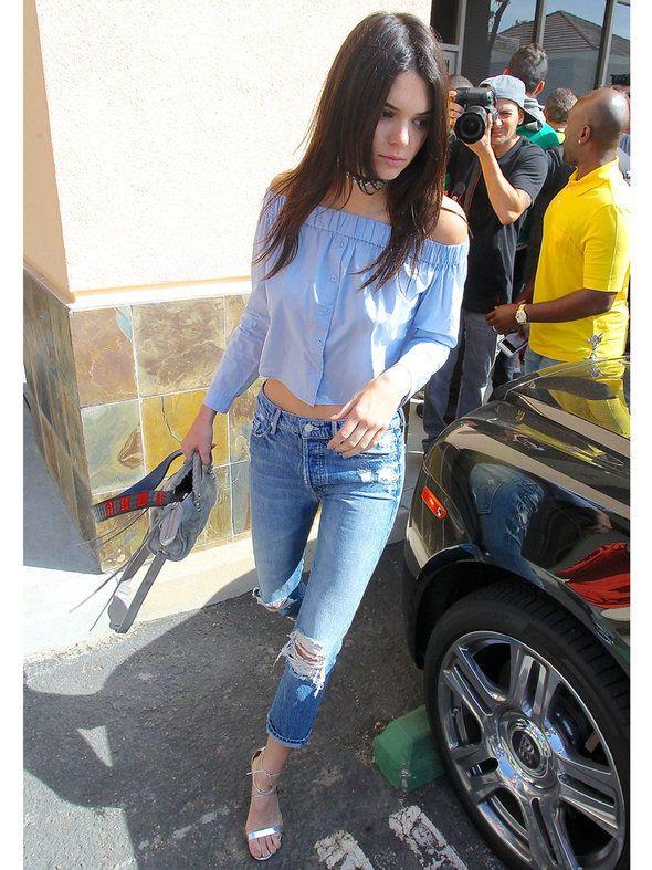 ケンダルもOKINI♡ 春のきれいめトップスはオフショルダーで決まり|ケンダル・ジェンナー(Kendall Jenner)の私服ファッション