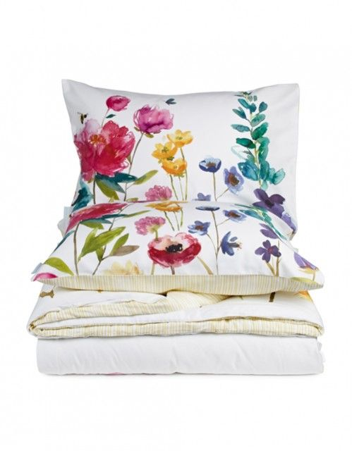 Check out these stunning floral pillows from Bluebellgray