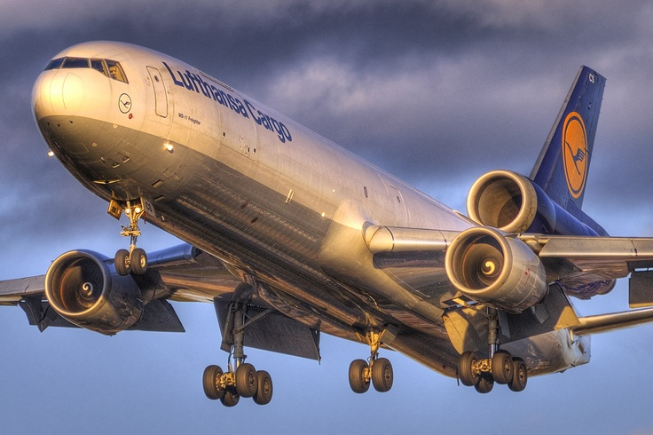 """Autumn Arrival""    Lufthansa Cargo McDonnell Douglas MD-11(F) (D-ALCS)"