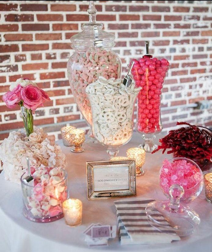 1001 Astuces Et Id Es Pour Organiser Un Candy Bar Mariage Nappe Blanche Boule De Gomme Et
