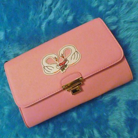 Swan Love Clutch Handbag *Limited edition* https://www.kategarey.com/collections/handbags-accessories