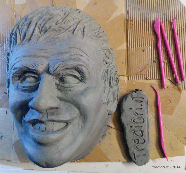 Maschera in Plastilina per realizzare calco in gesso e relativa cartapesta.