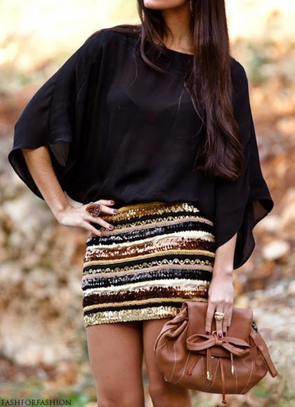 sequin skirt in fall colours! love it with this baggy black top. So classy and original!
