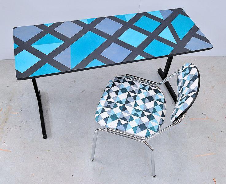 valorisation cr ative sur un bureau et une chaise par atelier d 39 co solidaire diy tables. Black Bedroom Furniture Sets. Home Design Ideas