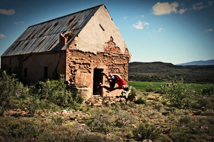 Tumble in front of a Karoo house