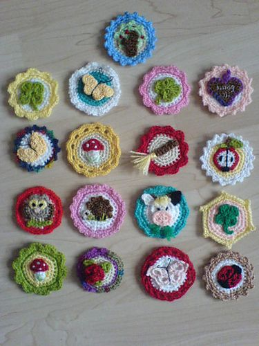 Pattern for Crochet Buttons by Kathrin Bardeleben. Free Ravelry download.