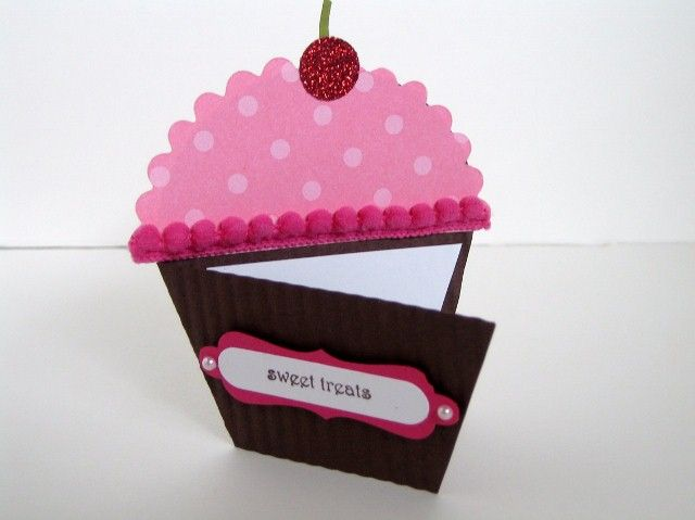 I've been having lots of fun with the Petal Cone Die.  When I saw the idea for this cupcake card on Corinne Somerville's  blog, I knew I had...