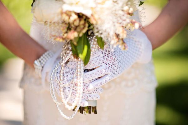 lace gloves and pearl bouquet <3