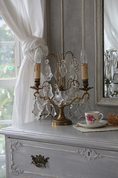 Love the knotted curtain and vignette