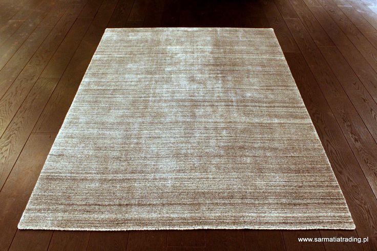 Oryginalny, nowoczesny dywan. Ręcznie utkany z wełny i włókna bambusowego, które jest jedwabiste, miękkie i połyskujące. http://www.sarmatiatrading.pl/sklep/dywany-nowoczesne/plain-tarmac/