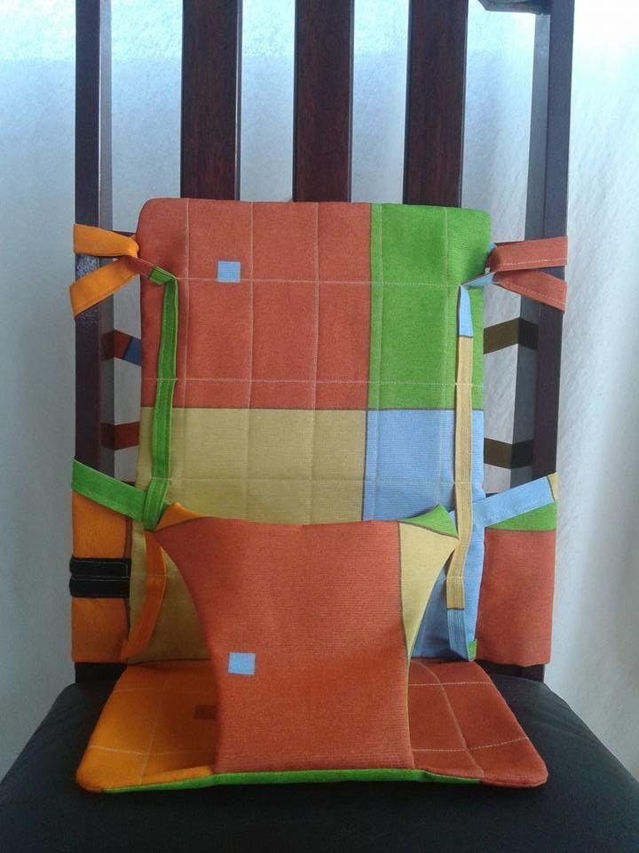 Cadeira portátil adaptável a qualquer tipo de cadeira, proporcionando segurança e bem estar ao bebê e a família.  Dobrável!  Leve para qualquer lugar!  Consulte sobre as estampas disponíveis!