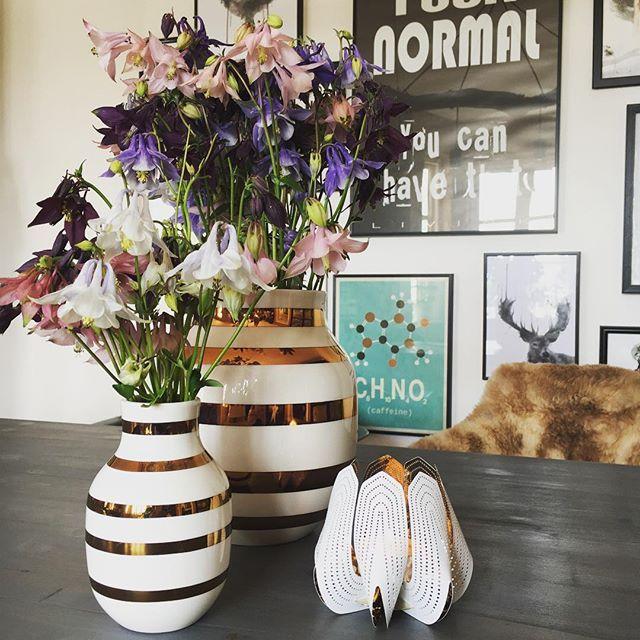 Så har jeg fået mine nye smukke #beandliv  lysestage fra @nordicin.dk  Den er helt fantastisk smuk og passer super godt til de flotte #jubilæumsvaser fra @kahlerdesign  Jeg kan varmt anbefale at handle hos #nordicin ☺️ Bedre service skal man lede længe efter  #nyttilboligen #design #indretning #akkeleje #blomsterfrahaven #minstil #blossom