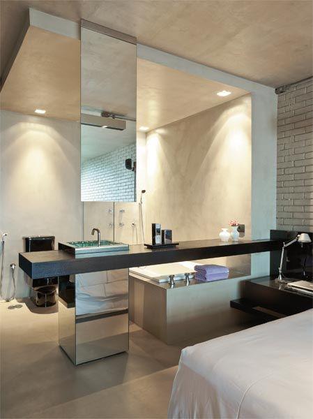 Quarto e banheiro integrado