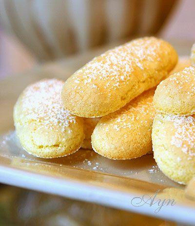 Это бисквитное печенье имеет очень лёгкую структуру. Его часто используют для таких десертов как Тирамису и Charlotte Russe. на 40 штук 4 яйца, белки отделить от желтков 2/3 чашки (~135 gr) сахара …