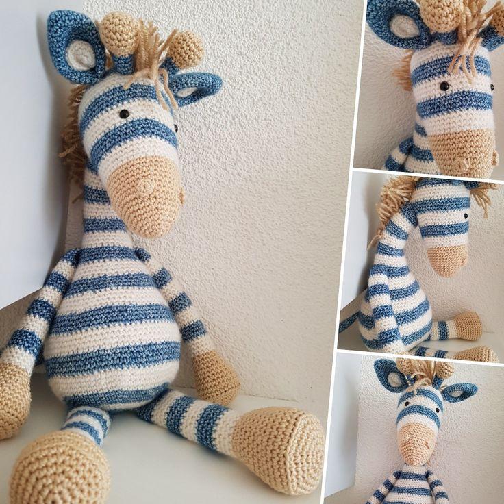 Giraffe Guus, handgehaakt door De Haakjuffen met een patroon van Stip en Haak.