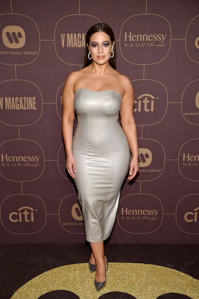 Ashley Graham attends the Warner Music Group Pre-Grammy Party in association with V Magazine on January 25, 2018 in New York City.