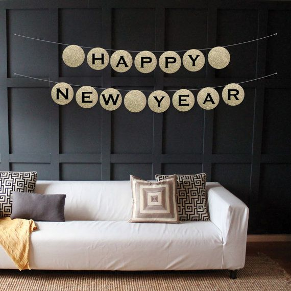 5 Garlands to ring in the New Year! Perfect for decor or a backdrop for pictures! #NewYear #DIY
