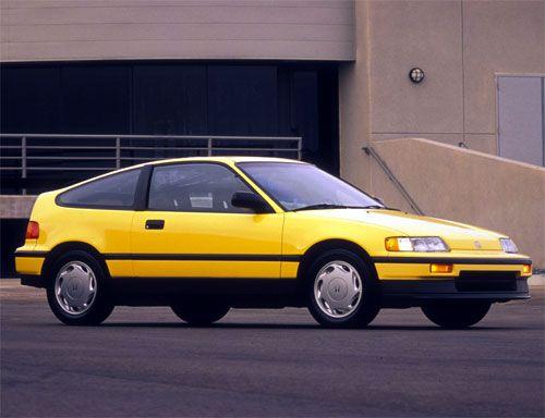 La honda CRX se fera surtout remarquée avec sa 2ème génération commercialisée en 1998 et son mythique hayon à double vitrage.