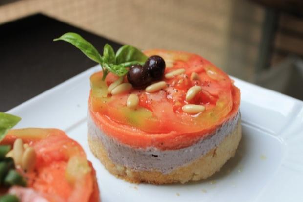 Mini cheesecake al paté di olive e pesto.