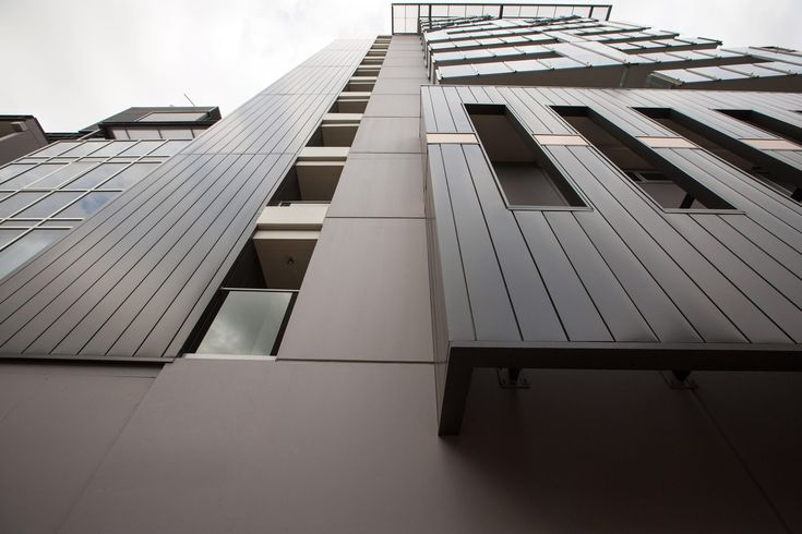 Fielders Finesse 'Nailstrip 265' wall cladding runniog vertically in 'Wallaby' colour