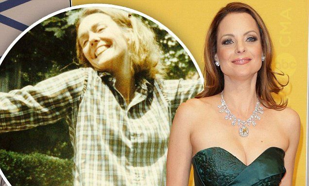 Father Of The Bride's Kimberly Williams-Paisley announces her mom has died | Daily Mail Online