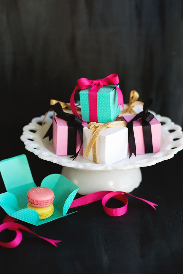 DIY mini pastry gift boxes. Cute gifts for a birthday!