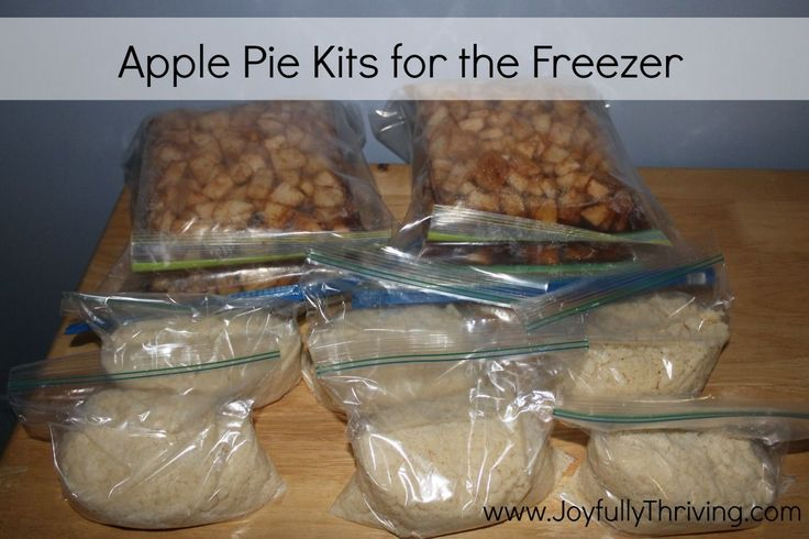 Here's a delicious recipe for apple pies that can be frozen! Make a bunch of apple pie kits and store them in the freezer so you can bake a fresh apple pie within minutes. Pinned 1200 times and counting.