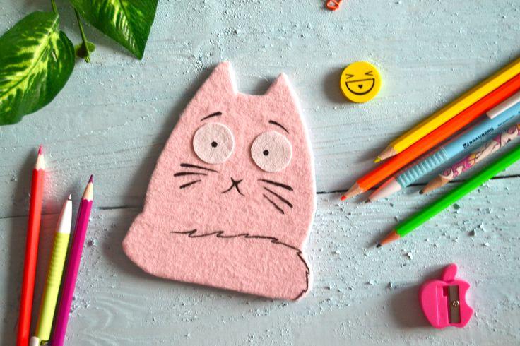 Уже вышло мое видео на канале о том как сделать такого котика. Это блокнот своими руками с нуля и без сшивания, который можно использовать и как личный дневник и как блокнотик для школы - записывать формулы, даты и т.д.