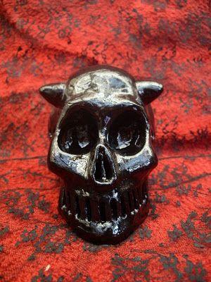 """Dans la Bulle de Lenore62: """" Crâne de Démon Mangeur d'Âme """" - Sculpture en Cé..."""