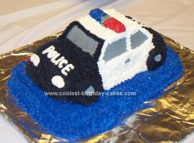 I used the wilton cruiser cake pan to make this police car birthday cake. I like to have a lot cake so I first bake a base to set the car on. You can