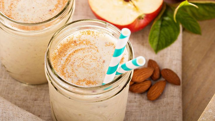 With spicy cinnamon and sweet apple, this smoothie combines seasonal flavors for a fast and tasty treat. (You'll never even notice the spinach!)