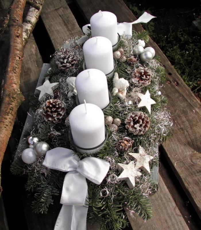 Adventskranz Adventsgesteck frisch weiß große Kerzen Engel  Gesteck Weihnachten