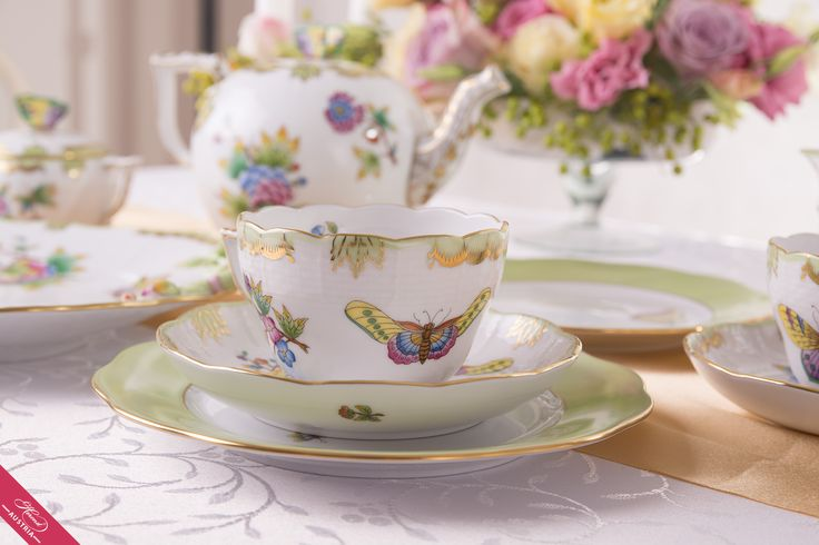 What is perhaps Herend's most famous pattern is made up of almost a hundred kinds of stylized Butterflies and sprigs of blossom, painted in cheerful and lively colours. The strong element of the décor is the peony, which derived from China before coming one of the favourite motifs of early European porcelain.