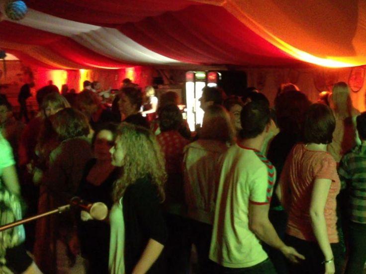 Cute Partystimmung in Berlin zum Oktoberfest mit DJ Thorsten Nightfley Djing Berlin Musik zum feiern