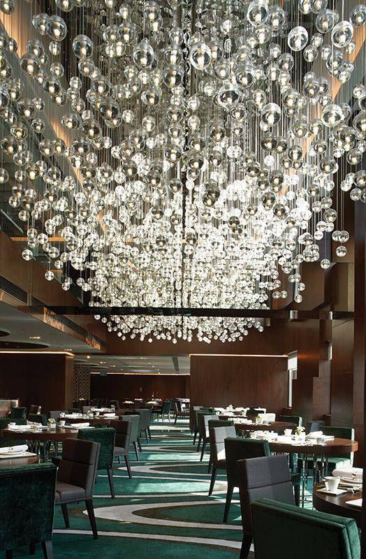 Fontaine de lumière à boules de verre, disponible chez les artisans du lustre:             www.i-lustres.com