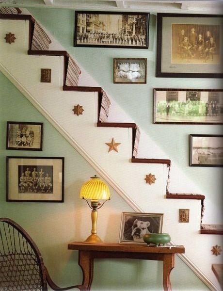 красивый декор стен в прихожей - это не только картины и зеркала, но и другие арт-объекты, такой декор подчеркнет стиль прихожей, а ее стены восхитят гостей дома