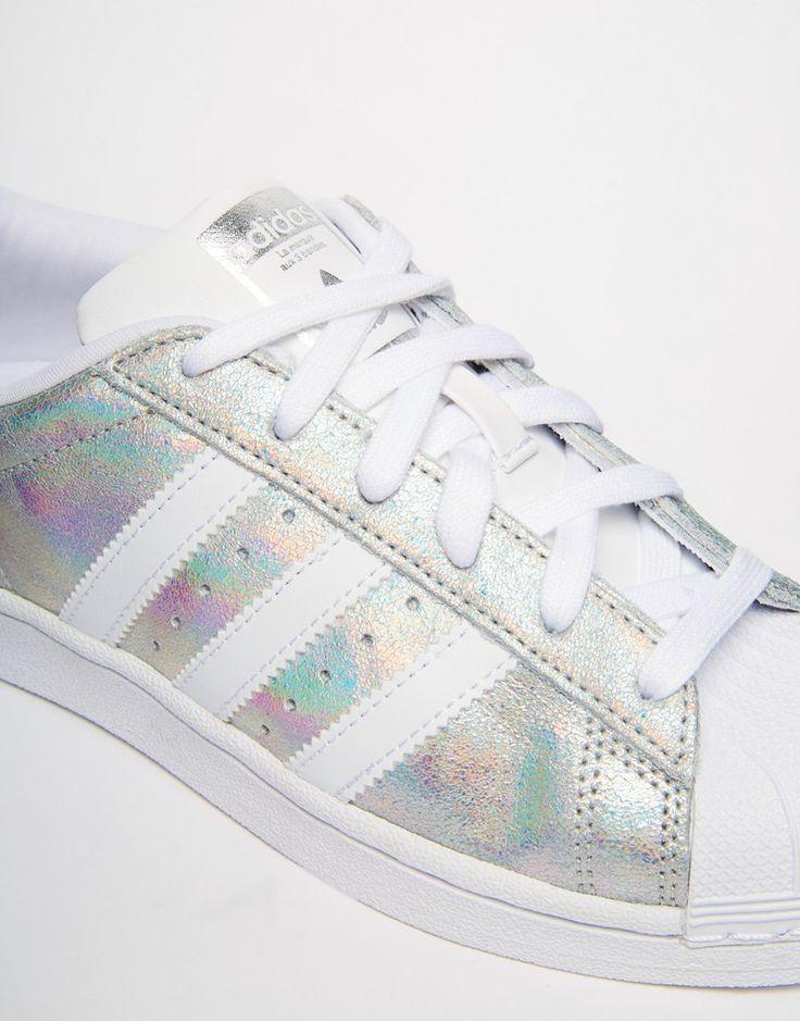 Bild 4 von adidas Originals – Superstar – Holographische Sneakers in Weiß
