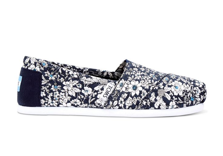 Liven things up with our floral Alpargatas. Featuring a bold pattern and more cushioning than ever, you'll want to build your outfit from the shoes up.