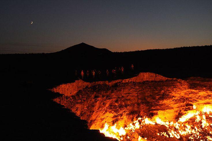 """Nel 1971 in Turkmenistan è stato dato fuoco a una buca piena di gas naturale, che brucia ancora oggi, ed è chiamata """"Porta dell'inferno"""""""