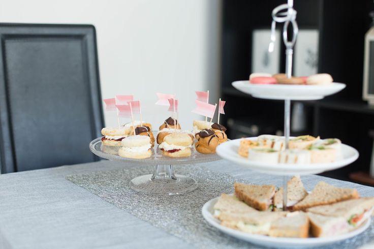 Stylish kids birthday party ideas on the blog. Budget tips. Hobby craft Accessories. IIttala kastehelmi cake stand.