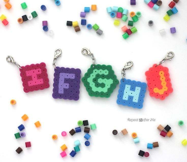 Create your own stitch markers with this quick and crafty tutorial by RepeatCrafterMe! Made out of perler beads (also called fusion beads and hama beads)