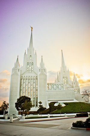 San Diego Temple dubbed Mormon Disneyland | Hubbards Cupboard