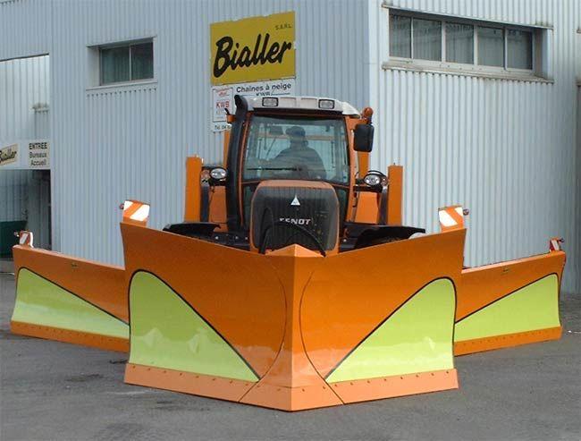 tracteur agricole Fendt équipé d'une étrave complétée par des ailerons